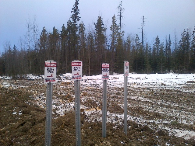PipeLine crossing signs fuel gas water source waste water buried power